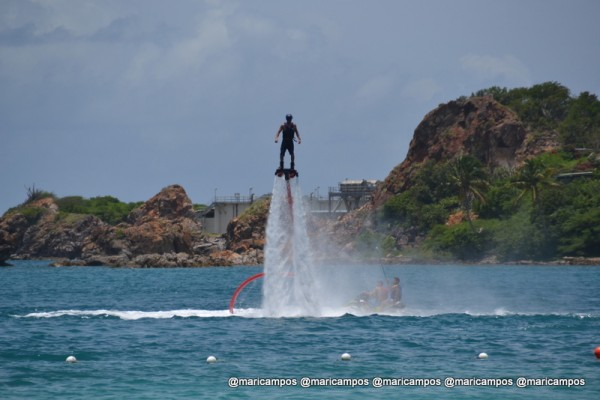 "A onda em St Thomas: ""Flying man!"" :P"
