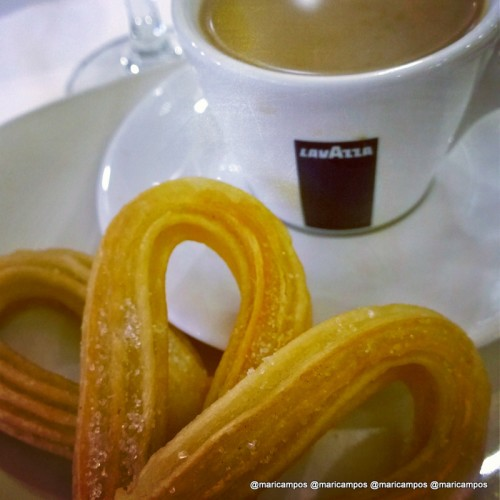 Espanha feelings no café com churros do café da manhã do hotel Plaza